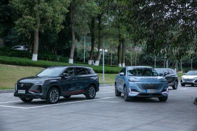 朱华荣下场直播,长安汽车发布APA6.0远程智能泊车系统