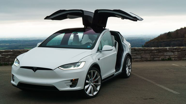 特斯拉Model X纯电动SUV