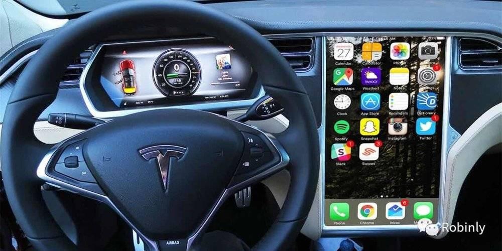 2013年Tesla Model S上首次加载17英寸的Pad显示器(图片来源:www.inverse.com)