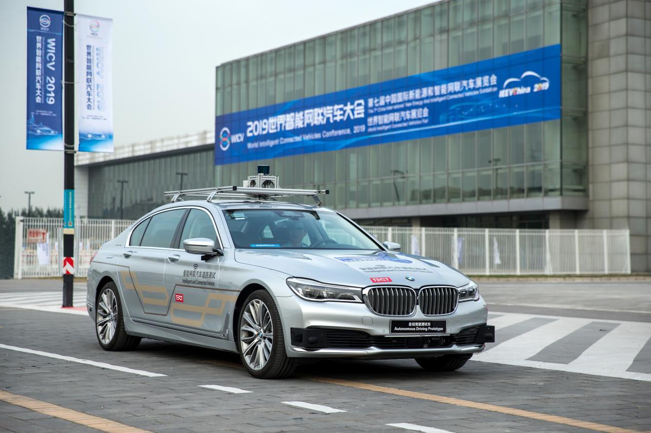 BMW 7系自动驾驶测试车