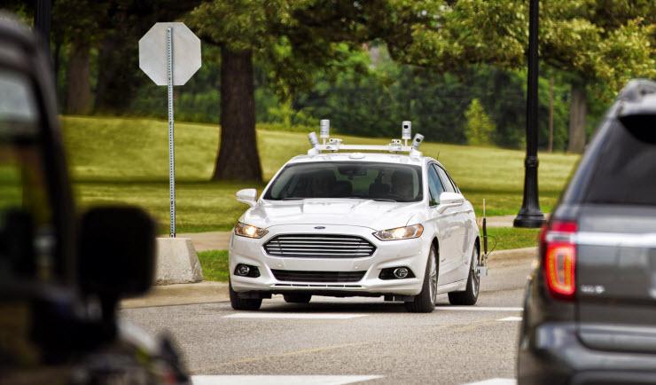 福特正在密歇根州迪尔伯恩测试自动驾驶版混动Fusion