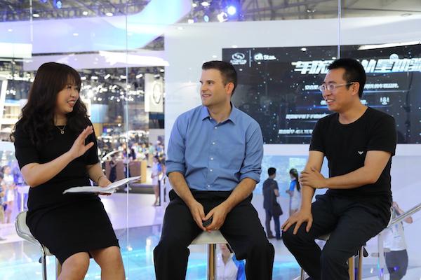 从左至右:上汽通用客户互联与体验事业部部长华瑾、新业务开发与营销总监Jeff Christensen以及车云网创始人程李