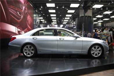 奔驰新S级将搭全新发动机,支持自动驾驶
