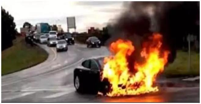 发生于2013年的特斯拉首例公开报道的自燃事件