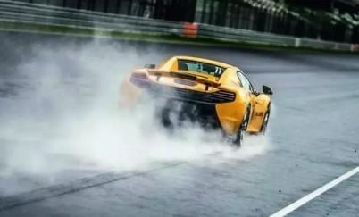 日内瓦车展迈凯轮新车发布,又见碳纤维单体壳设计