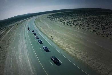 一群自动驾驶汽车组团出游,它们该多久聊次天?