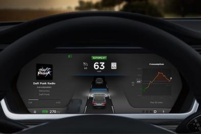 海外:特斯拉Autopilot模式BUG,车辆偶尔偏离车道