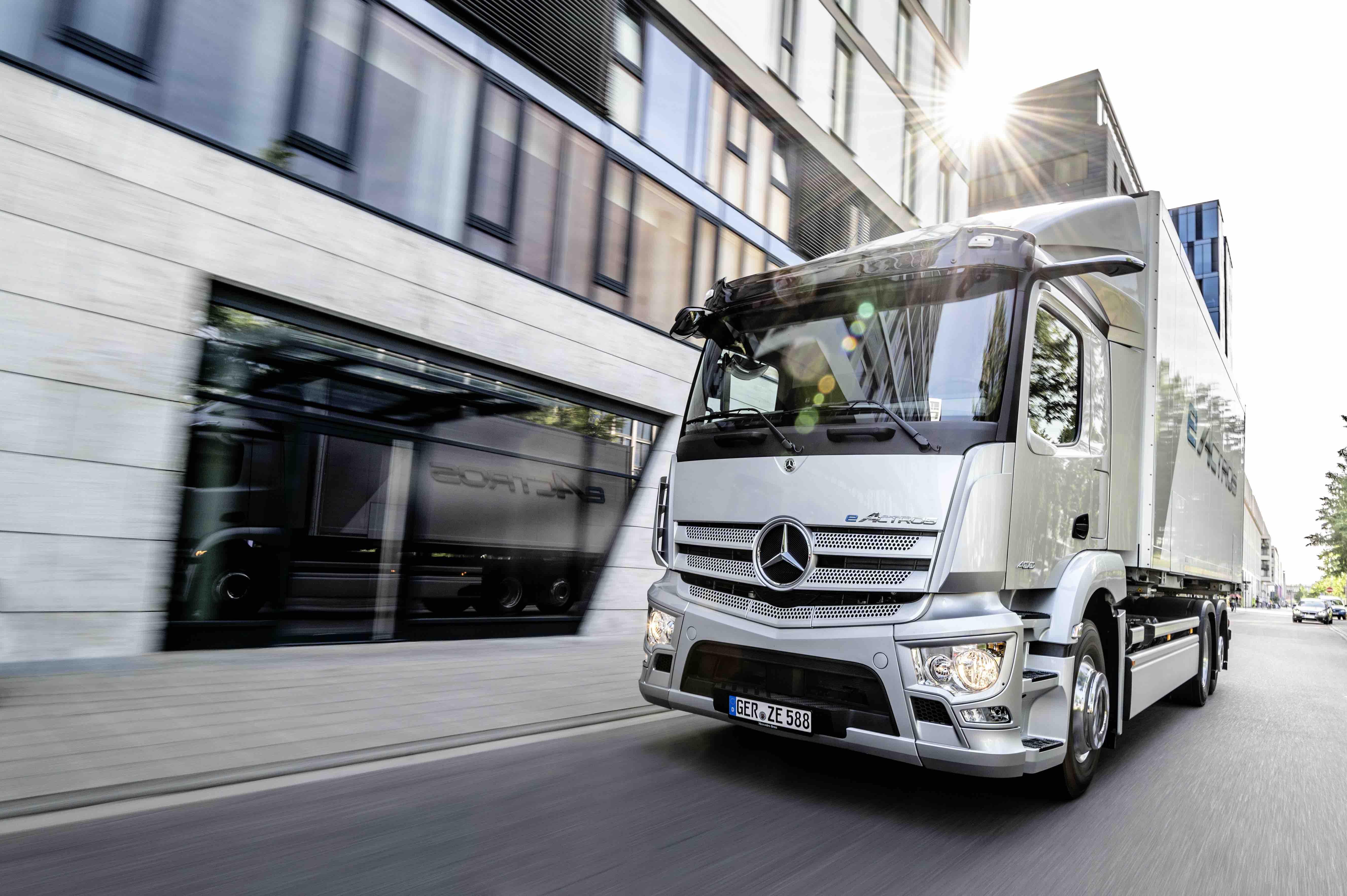 先于特斯拉Semi量产,戴姆勒首款纯电动卡车就要下线了