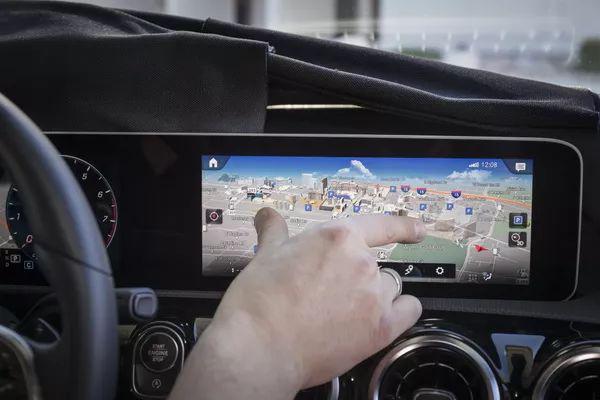 MBUX最显著的变化在于使用了触屏技术