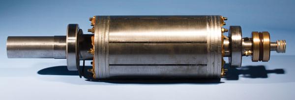由德国卡尔斯鲁厄理工学院电子工程研究院教授Martin Doppelbauer及其团队开发的新型电动机,这种电机没有使用磁铁来转换磁场