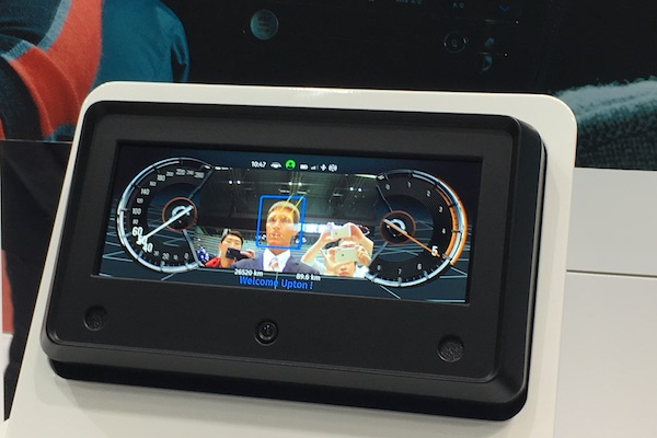 具备驾驶员监控技术的仪表盘