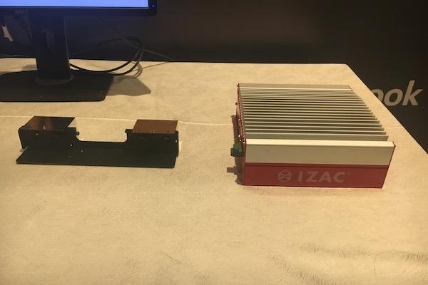 ZMP自动驾驶计算控制单元IZAC(右)与第三代双目摄像头