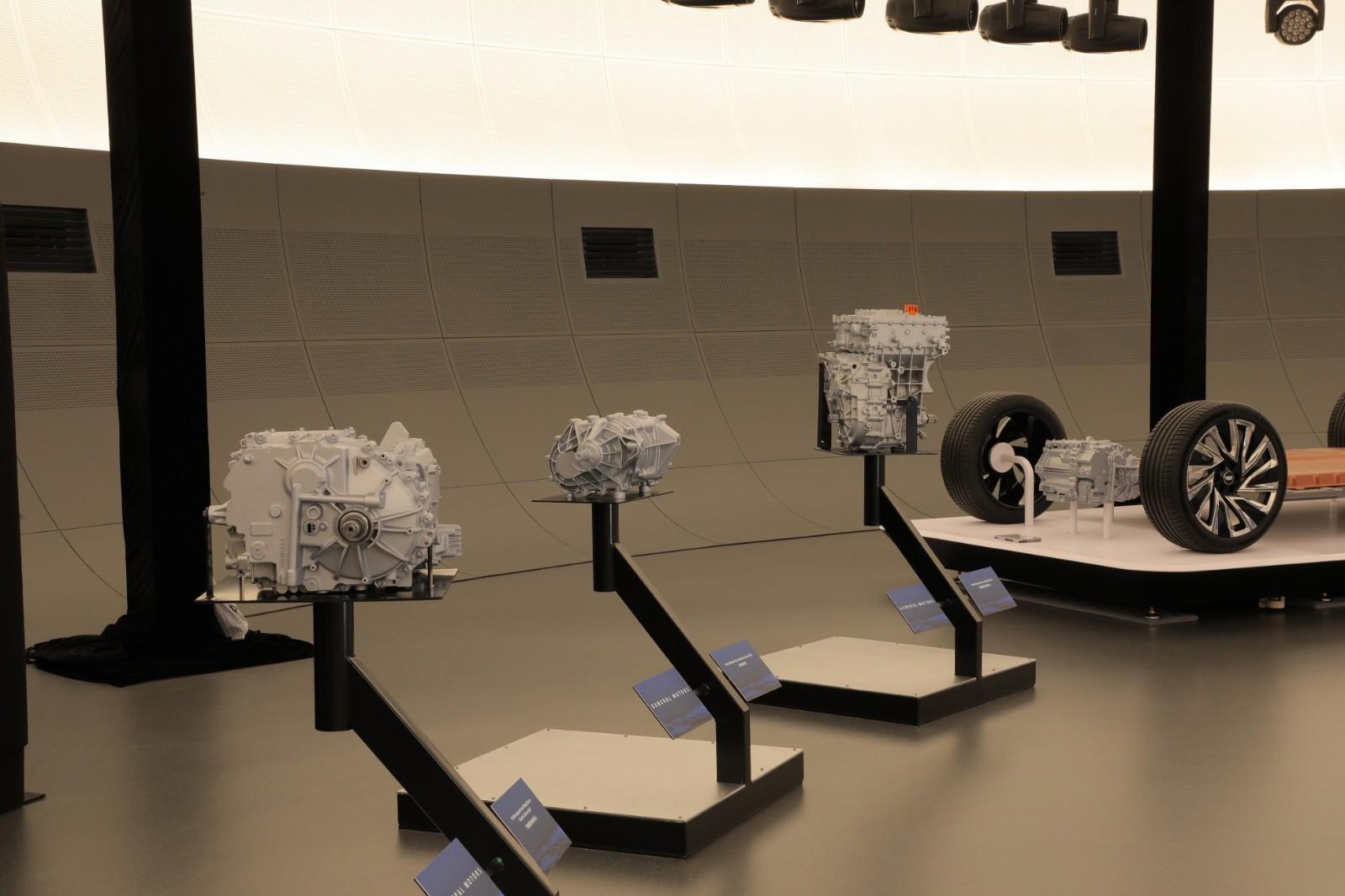 通用汽车科技展望日展示Ultium驱动单元