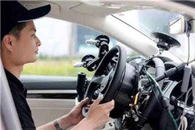 无人汽车在上海能出门蹓跶了,司机说几乎可全程放手