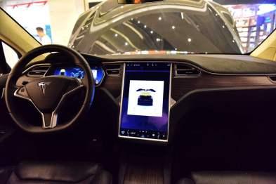 马斯克:特斯拉车载系统V9很快将在北美推出