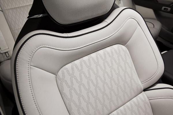 7-林肯Continental的尊享全体感座椅副本.jpg