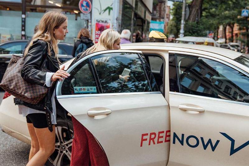 对手也服了?奔驰宝马的出行服务Free Now购置特斯拉为出租车