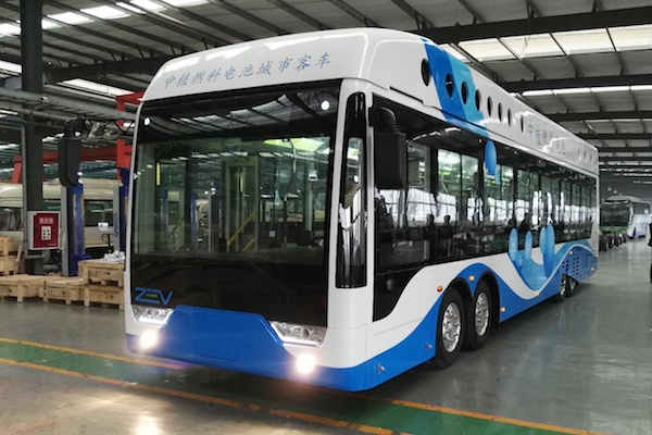 中植12米氢燃料电池城市公交车