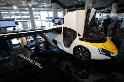 摩纳哥车展展示飞行汽车:售价超百万美元