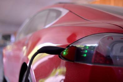为适配新充电国标,特斯拉将在未来两月发布Model S充电转化插头