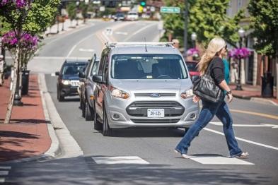 福特计划让自动驾驶车通过光带表达意图