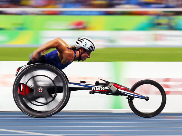9月15日残奥会上,美国选手Tatyana McFadden参加女子4x400米T53/54级接力赛