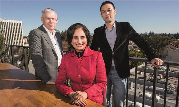 蔚来汽车董事长李斌(右)、北美CEO Padmasree Warrior(中)、联合总裁Martin Leach。