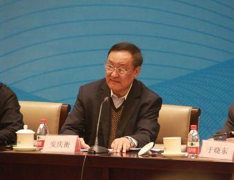 """《智能汽车:决战2020》上市,中国汽车工业咨询委员会主任安庆衡称""""智能化核心技术是未来决胜的关键"""""""
