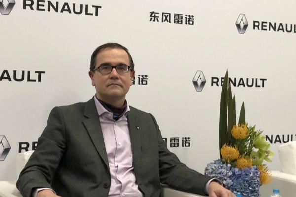 接受采访中的东风雷诺总裁福兰