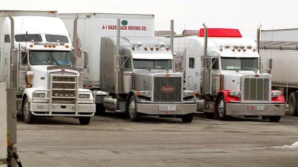 尽管自动驾驶技术发展迅速,但Kornhauser并不认为卡车完全不需要驾驶员。卡车司机仍需要留在驾驶座上,以便在特殊情况时接管车辆。