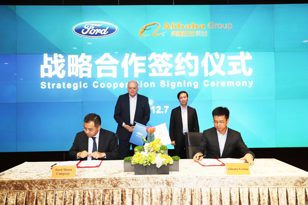 阿里巴巴集团首席执行官张勇(Daniel Zhang)与福特汽车公司总裁兼首席执行官韩恺特 (Jim Hackett)于7日在杭州会晤并见证了双方合作意向书的签署