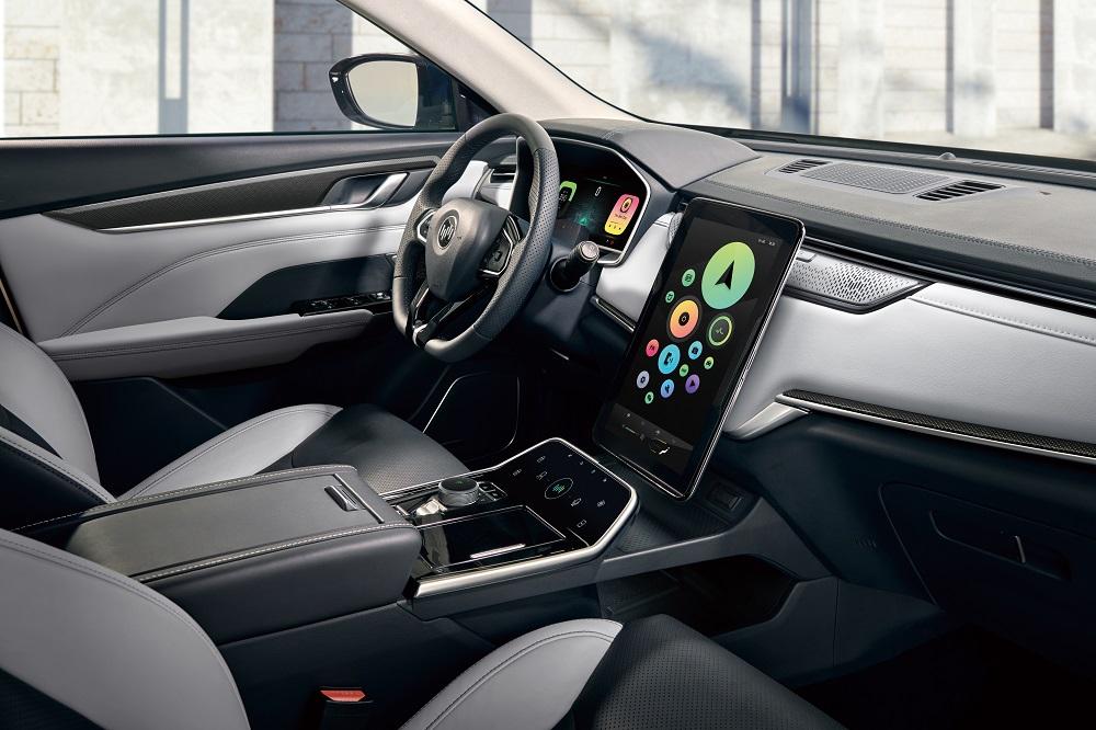 """威马EX5-Z拥有AI小威语音管家,开创了""""能动口绝不动手""""的全新交互方式"""