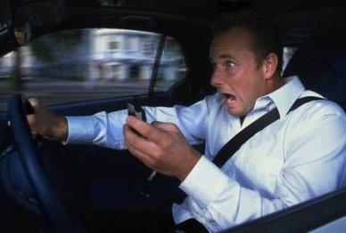 停车才能使用智能车载系统?美国汽车生产商不干了!