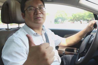 湖北汽车工业学院汽车工程师学院院长周海鹰体验C6