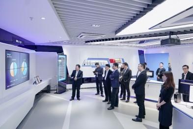 """让""""车·路·城""""插上5G翅膀 华人运通与中国移动达成战略合作"""