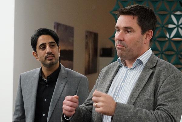 图注:Zaki Fasihuddin,沃尔沃汽车硅谷研发中心业务拓展副总裁(左)和Kristoffer Gronowski,沃尔沃汽车硅谷研发中心 互联产品开发负责人(右)