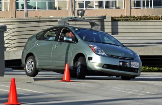 2009 年的 Google 自动驾驶汽车