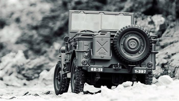 Jeep威利斯车尾外挂油桶