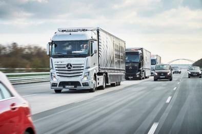 奔驰自动驾驶卡车车队上路测试,这次是从德国到荷兰