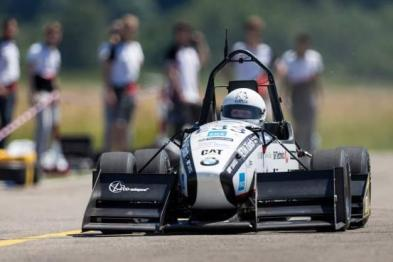 电动汽车新纪录诞生 百公里加速仅用1.5秒
