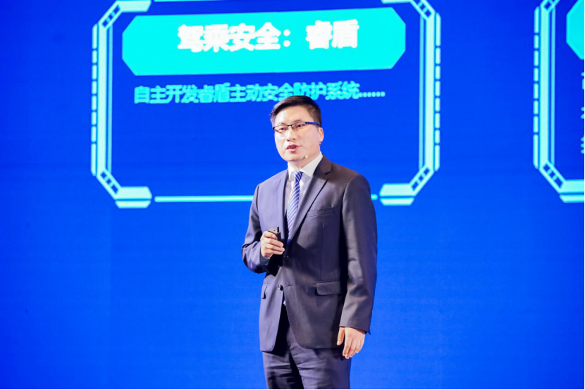 宇通客车智能网联规划部副部长李建军介绍智慧出行整体解决方案