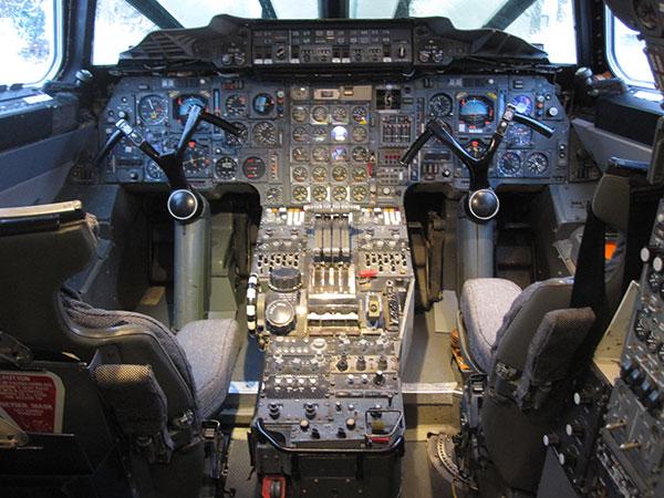 """""""协和""""超音速客机驾驶舱"""
