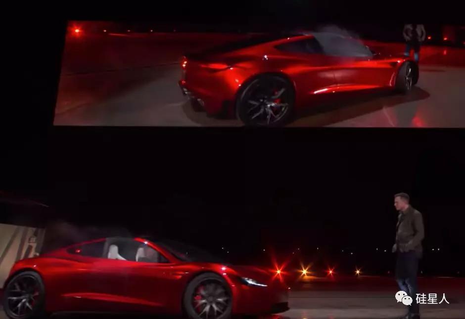 在直播中,Roadster正对着马斯克开出来,他不断后退。而这并不是事先设计的效果,而是一场事故