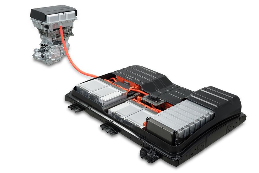 新LEAF的电池包,容量为40kWh,续航距离为400km。电池单元的能量密度未公开,估计在240Wh/kg左右