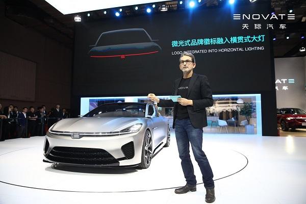 """天際汽車設計副總裁Hakan Saracoglu在發布會現場介紹了ME-S的""""先鋒重構美學""""設計理念及前瞻的""""70:30型面量能設計""""手法"""