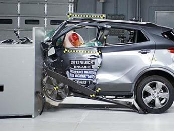 小型SUV集体落败IIHS测试,确有不安全通病?
