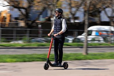 科技榜丨车企 VS 出行公司的电动滑板车之战