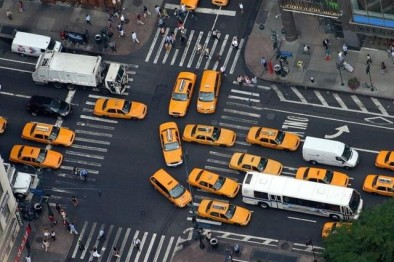 研究人员发现,自动驾驶汽车可能淘汰超速罚单和交通信号灯