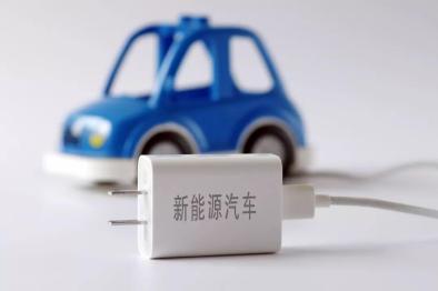"""第一批新能源車電池""""退役潮""""將到!車主陷兩難:換電池還是賣車?"""