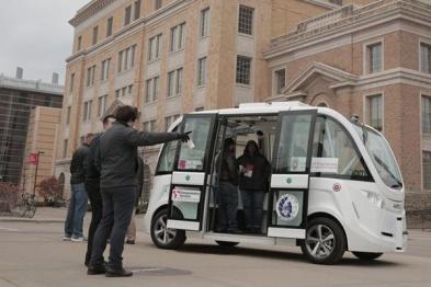 富士康计划在美国工厂启用自动驾驶摆渡车